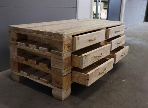kast van pallets gemaakt door geWOON! Service Team